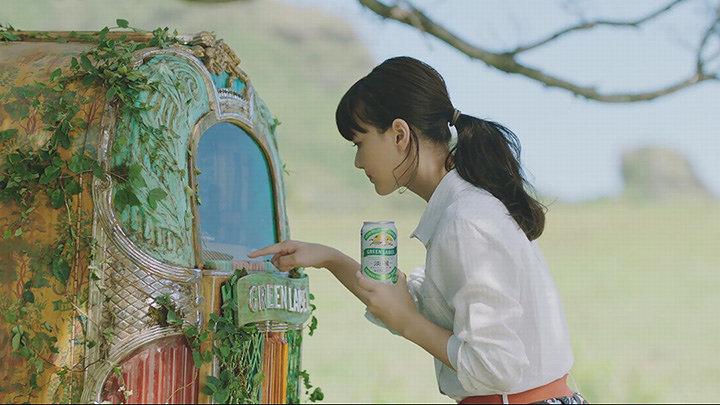 キリン「淡麗グリーンラベル」新CM「GREEN JUKEBOX 雨篇」より