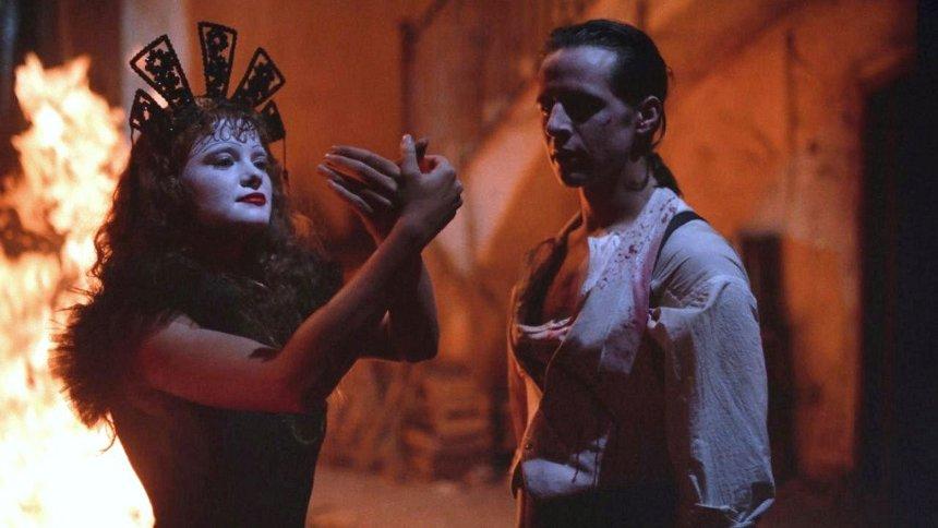 『サンタ・サングレ/聖なる血』 ©INTERSOUND PRODUCTIONS S.r.l. 1989, ALL RIGHTS RESERVED.