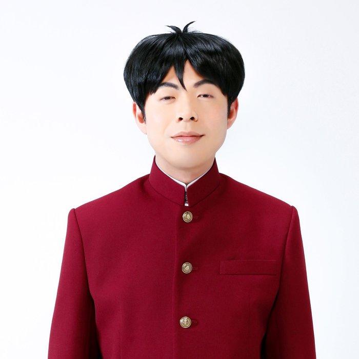 大間仁役の高木晋哉(ジョイマン) ©新沢基栄 / ADKアーツ