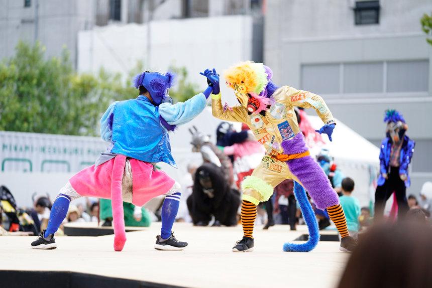 『フェスティバル/トーキョー17』 『Toky Toki Saru(トキトキサル)』 Photo: Takashi Fujikawa (Alloposidae)