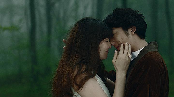 『Cinder Ella ~ある愛と自由の物語~』より ©BOUCHERON