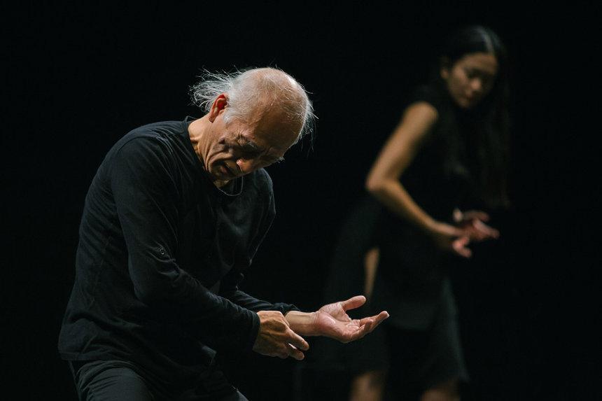 『私は言葉を信じないので踊る』 ©Gregory Batardon