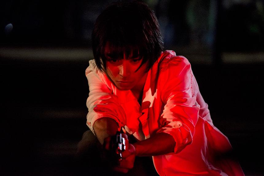 『銃』 ©吉本興業