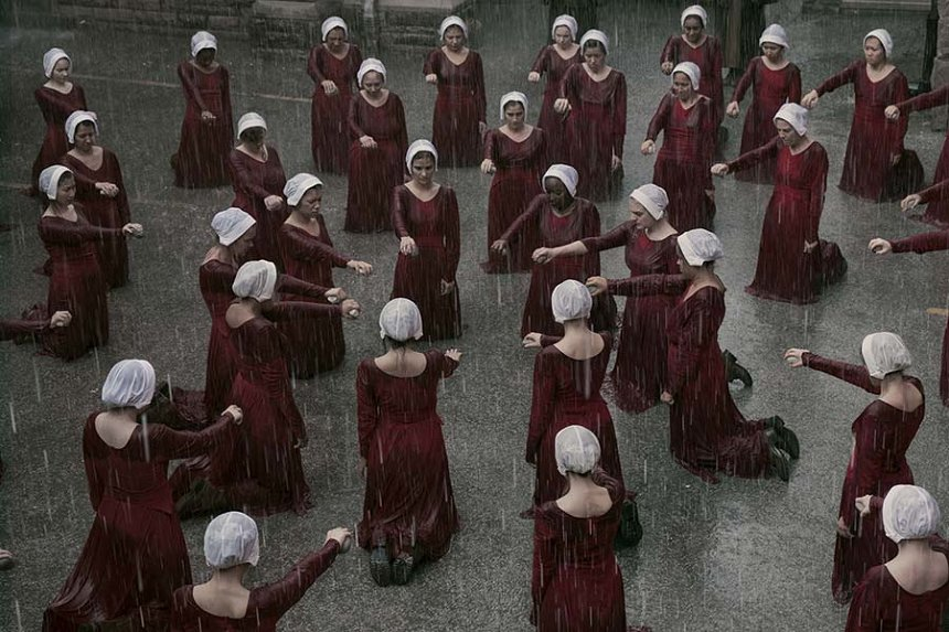 『ハンドメイズ・テイル/侍女の物語』 The Handmaid's Tale ©2018 MGM Television Entertainment Inc. and Relentless Productions LLC. All Rights Reserved.