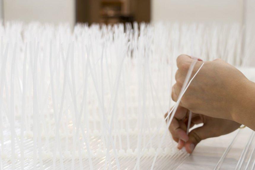 オーストラリア、キャンベラパビリオン(仮)アクリルロッド編み作業   撮影:東京大学隈研吾研究室 Weaving process of Acrylic rods for Canberra Pavilion(tentative), Australia   photo: Kengo Kuma Laboratory, The University of Tokyo