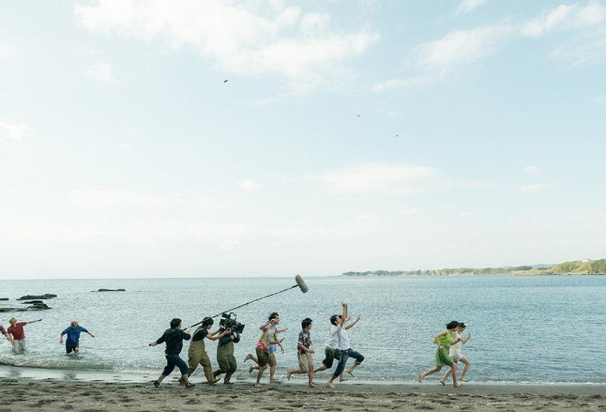 『あの頃、君を追いかけた』「海のシーン」メイキングスチール ©『あの頃、君を追いかけた』フィルムパートナーズ