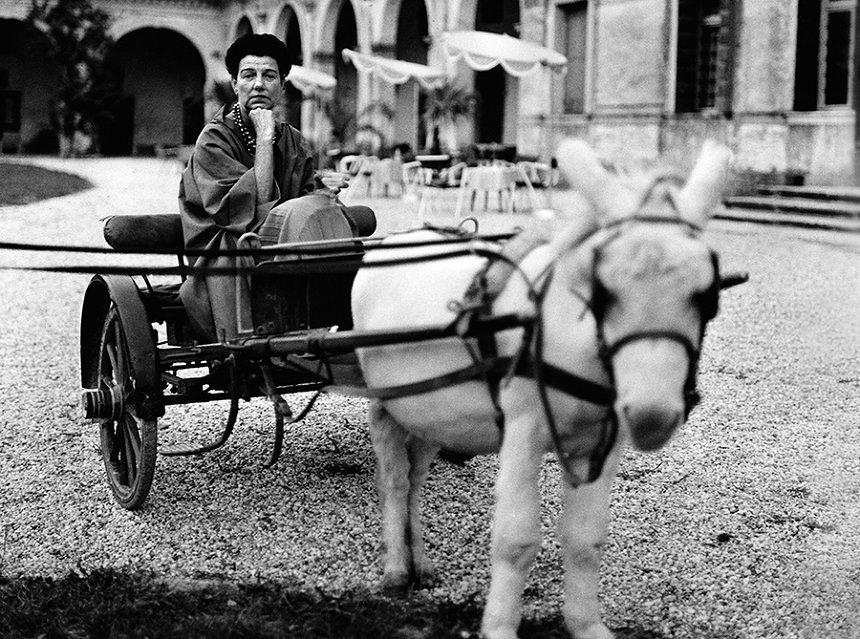 """『ペギー・グッゲンハイム アートに恋した大富豪』 ©""""Courtesy of the Peggy Gugggenheim Collection Archives, Venice""""."""
