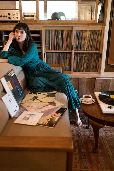 「レコードの日」イメージキャラクターを務める市川紗椰