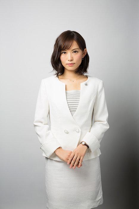 小松美那子役の市川由衣 ©テレビ東京