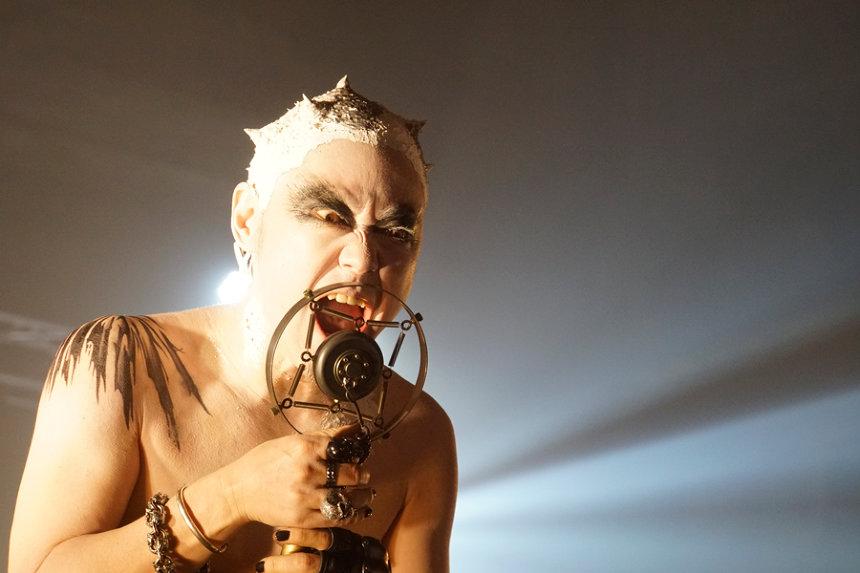 『音量を上げろタコ!なに歌ってんのか全然わかんねぇんだよ!!』 ©2018「音量を上げろタコ!」製作委員会