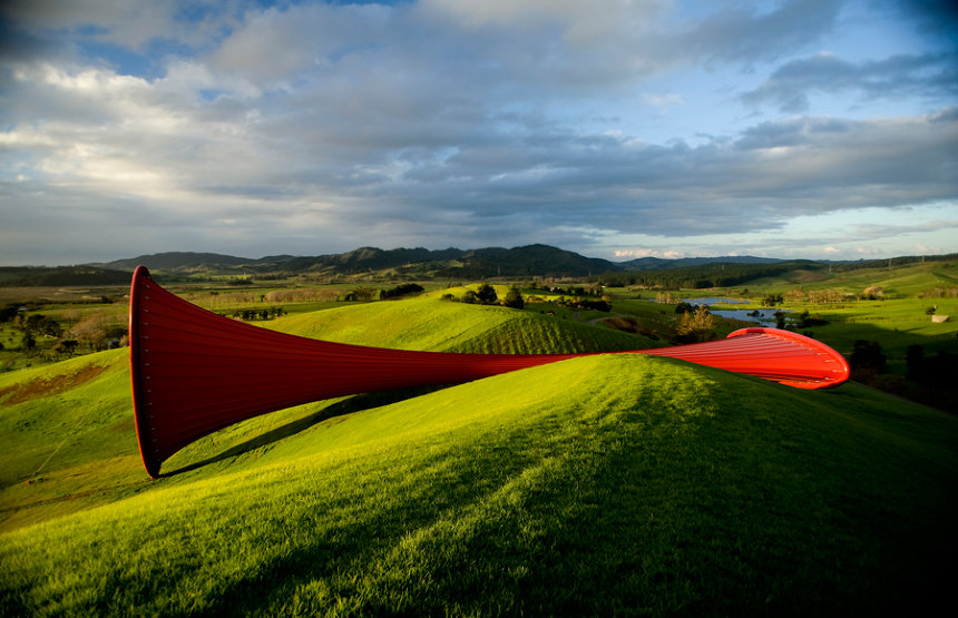 アニッシュ・カプーア『Dismemberment』Site I, 2003-2009 PVC and steel 25×25×84m The Farm, Kaipara Bay, New Zealand Photo: Jos Wheeler ©Anish Kapoor, 2018