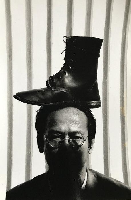 ワサン・シッティケート『私の頭の上のブーツ』1993年 作家蔵(撮影:マニット・スリワニチプーン)