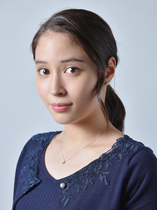 中条朝美役を演じる広瀬アリス ©テレビ東京