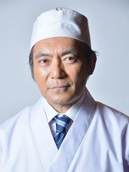 居酒屋店長役を演じる渡辺いっけい ©テレビ東京