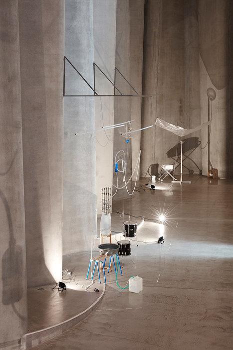 『モレモレ:ヴァリエーション #1』2017‒18年 『Sensory Agents』2018年 ゴヴェット・ブリュスター・アート・ギャラリー/レン・ライ・センター(ニュープリマス) Photo courtesy Govett-Brewster Art Gallery/Len Lye Centre(参考画像)