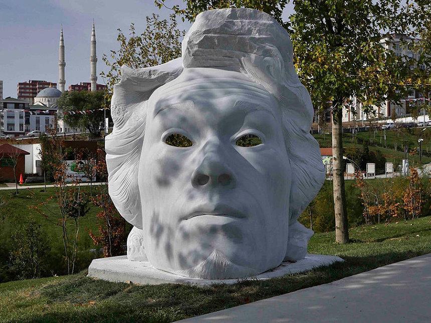 青野セクウォイア『Mask』White Marble, H79 x W74 x D47