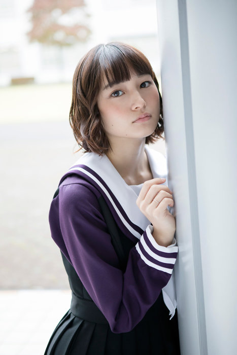 磯崎泉役の萩原みのり ©桂正和/集英社・スカパー!