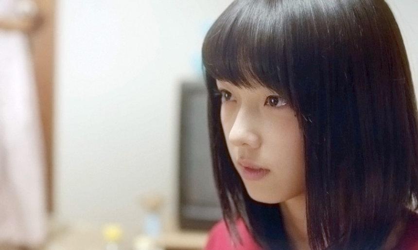 麻生藍子役の加藤小夏 ©桂正和/集英社・スカパー!