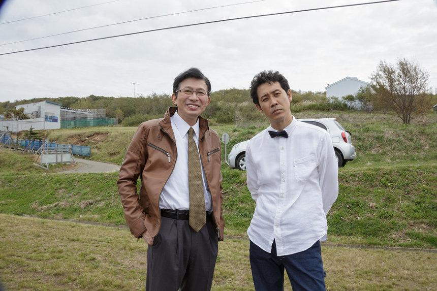 左から鈴井貴之、大泉洋 ©2018『そらのレストラン』製作委員会