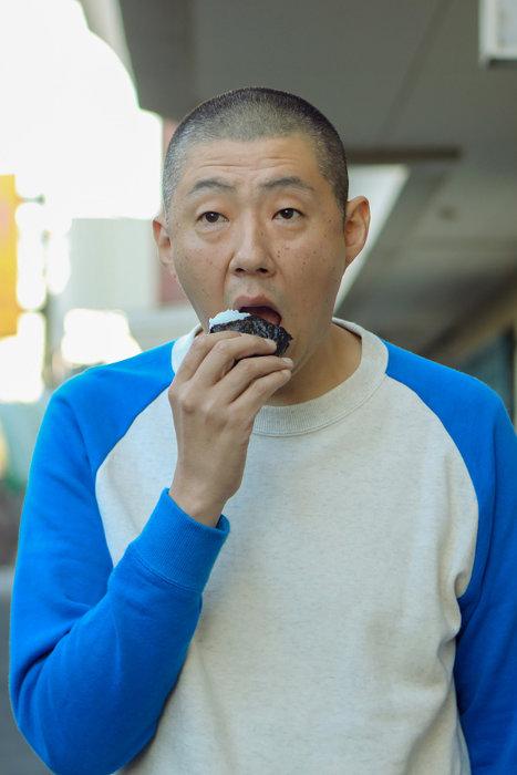 マサカネ役の荒川良々 ©鈴木良雄・小学館/「フルーツ宅配便」製作委員会