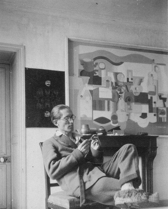 パリ、ジャコブ通りの自宅におけるル・コルビュジエと『多数のオブジェのある静物』(部分),1923年,パリ、ル・コルビュジエ財団 ©FLC/ADAGP, Paris & JASPAR, Tokyo, 2018 B0365