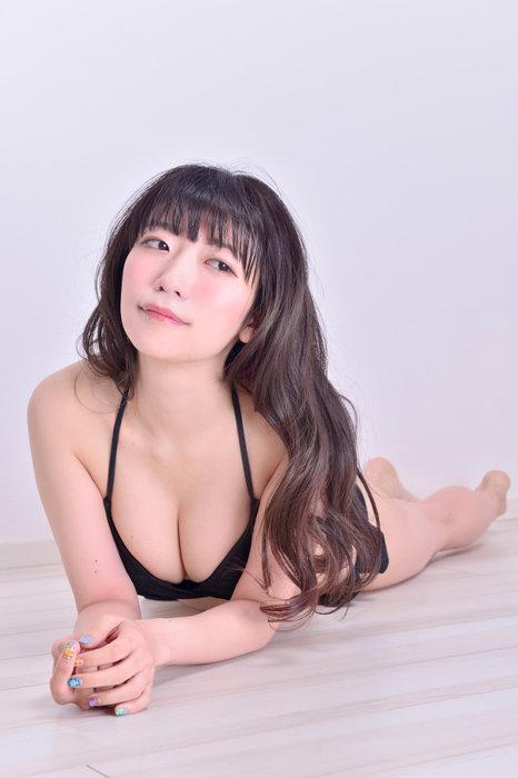『桃色の半生!~仲井優希がぱいぱいでか美になるまで~』より