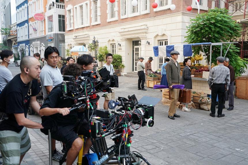 『テレビ東京開局55周年特別企画 ドラマスペシャル「二つの祖国」』タイでのオフショット ©テレビ東京