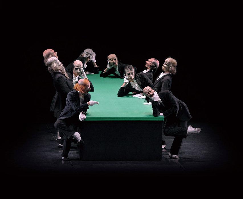 『緑のテーブル』公演風景