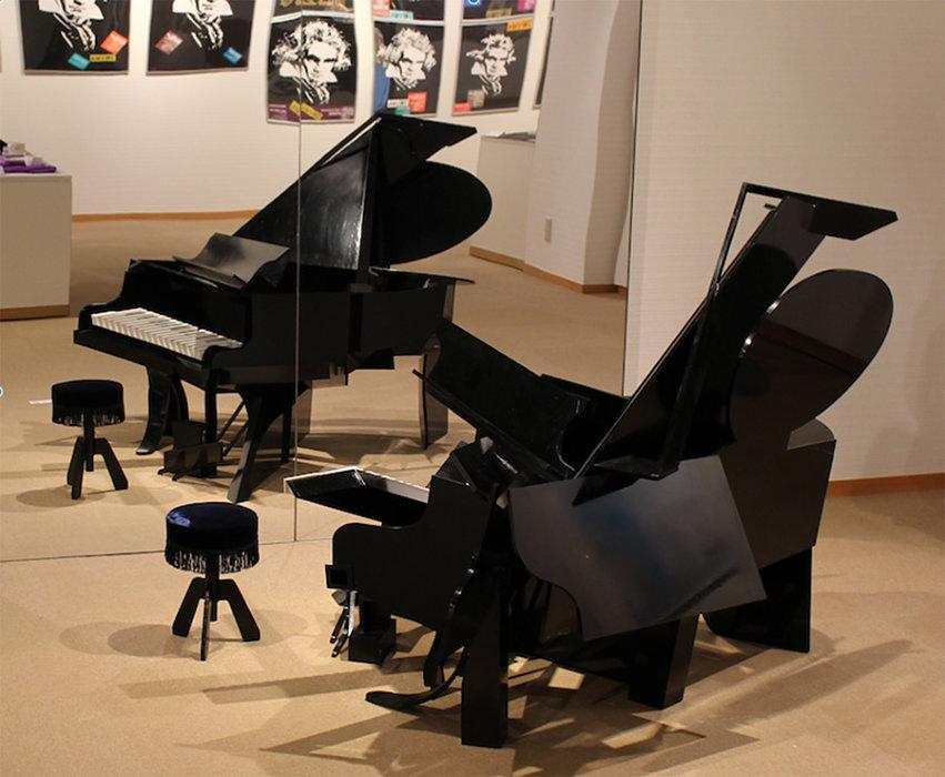 福田繁雄『アンダーグランドピアノ』1984年