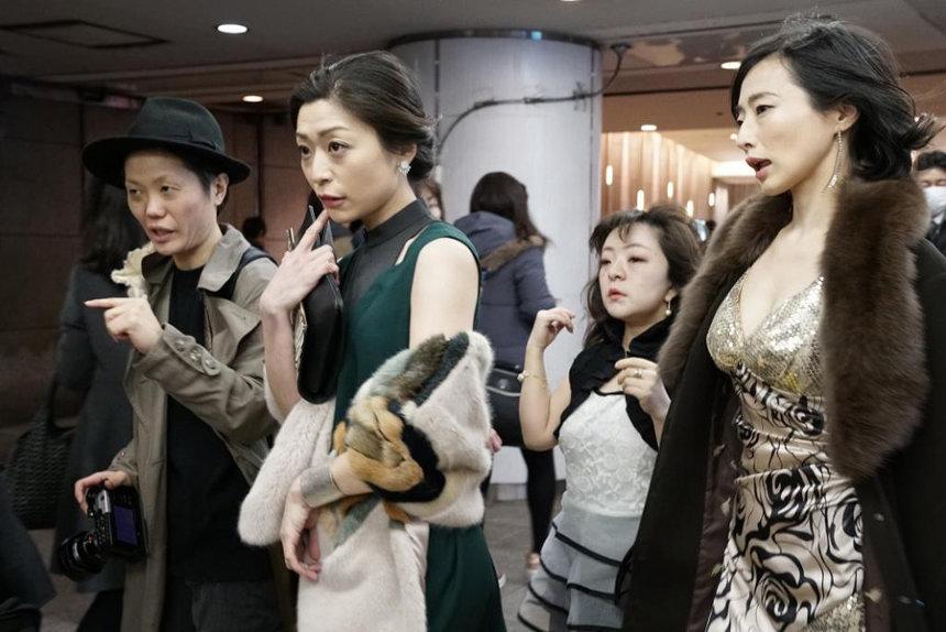 『財団、江本純子vol.15「ドレス」』 ©神藏美子