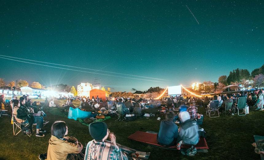 『夜空と交差する森の映画祭』