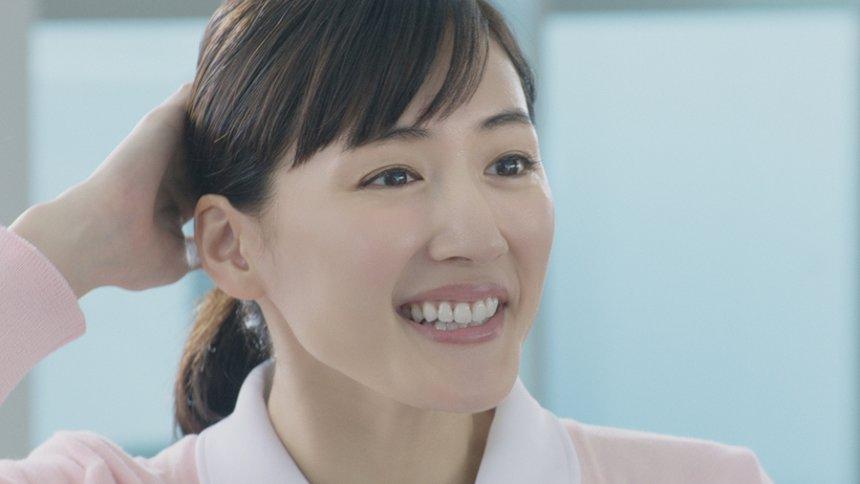 日本生命CM「みらいのカタチ New in 1 ふところが痛い。」篇より