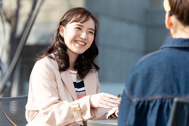 二宮海里役の小島藤子 『百合だのかんだの』 ©フジテレビ