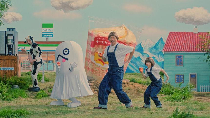 ファミリーマート新CM「ファミマのフラッペつくりかたダンス」篇より