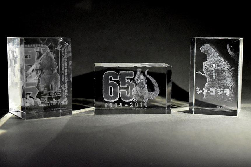 ゴジラ65周年記念クリスタル TM & ©TOHO CO., LTD.