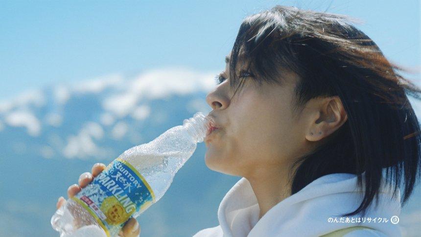 サントリー 天然水スパークリングレモン新CM「スイッチ!なんてカンタンさ!」篇