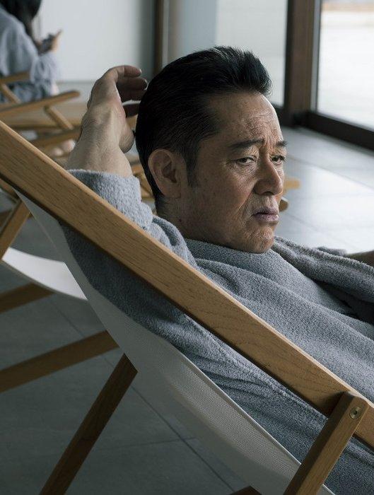 社長役を演じる山下真司 ©「サ道」製作委員会