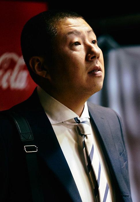 村田直行役を演じる荒川良々 ©「サ道」製作委員会