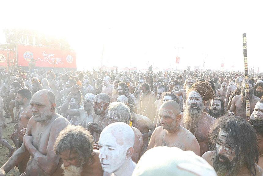 『バガボンド インド・クンブメーラ聖者の疾走』より