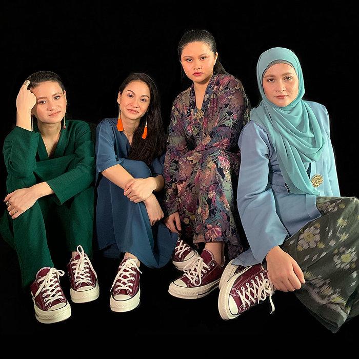 シャリファ・アマニと姉妹たち