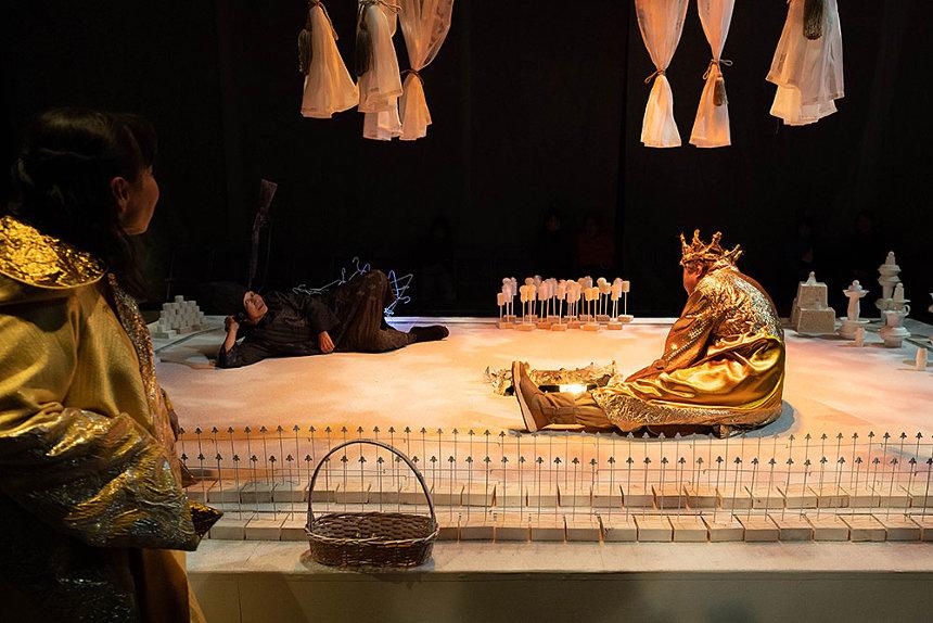 劇団うりんこ+三浦基+クワクボリョウタ 参考作品画像 『幸福はだれにくる』2019 Photo:Yoshiyasu Hattori
