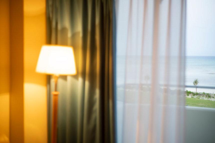 ミヤギフトシ『A Lamp』(「物語るには明るい部屋が必要で」より) 2019年 デジタルCプリント 作家蔵 ©Futoshi Miyagi