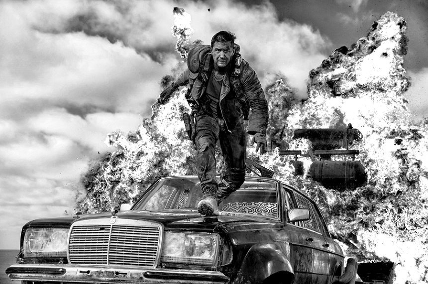 『マッドマックス怒りのデス・ロード ブラック&クロームエディション』 ©2015 VILLAGE ROADSHOW FILMS (BVI) LIMITED ©2016 WARNER BROS. ENT. ALL RIGHTS RESERVED