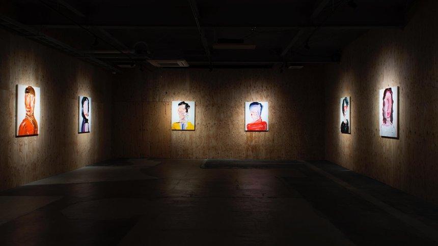 『絵画と絵画、その絵画とその絵画』展示風景、2016年(KUGURU、山形市)  ©︎Teppei Takeda / MAHO KUBOTA GALLERY