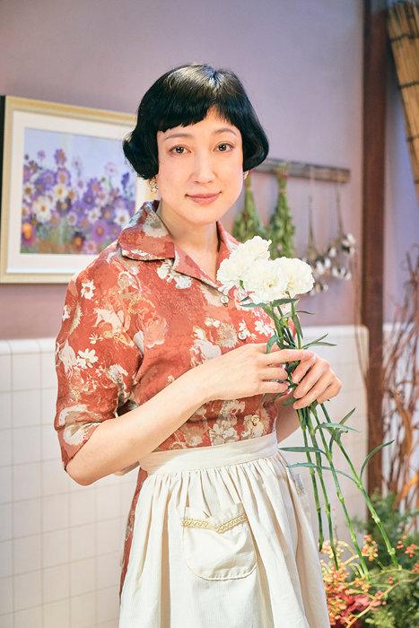 青木保子役の緒川たまき ©2019『グッドバイ』フィルムパートナーズ