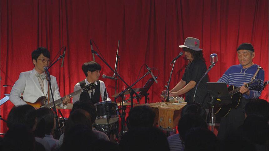 細野晴臣と星野源が共演した中華街でのライブ ©2019「NO SMOKING」FILM PARTNERS