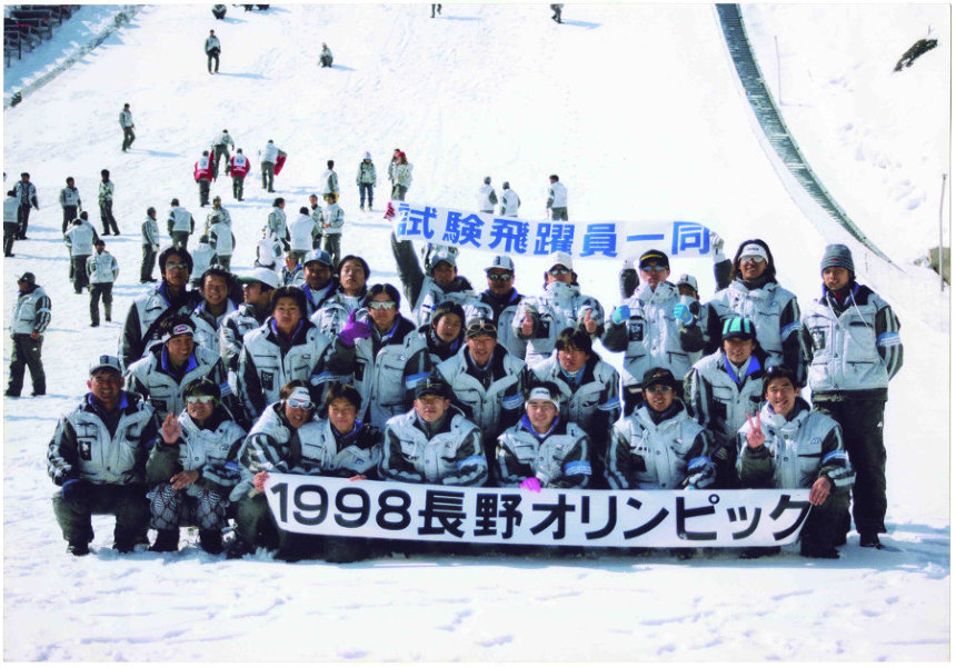 1994年リレハンメルオリンピック スキージャンプ団体銀メダル受賞写真(毎日新聞社提供)