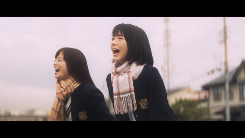 NTTドコモ「ドコモの学割」テレビCM「料金『カンナとミナミ』篇」より