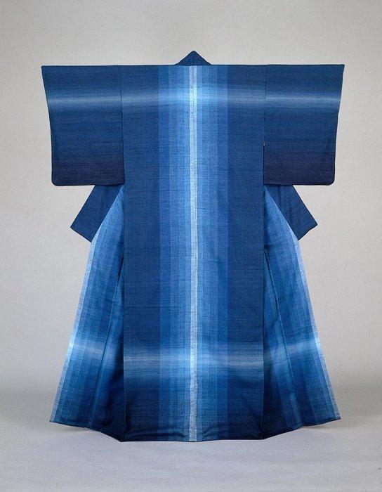 志村ふくみ『紬織着物水瑠璃』1976年 東京国立近代美術館蔵