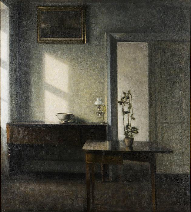 ヴィルヘルム・ハマスホイ『カード・テーブルと鉢植えのある室内、ブレズゲーゼ25番地』1910-11年 マルムー美術館蔵